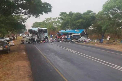 В лобовом столкновении автобусов в Зимбабве погибли 47 человек