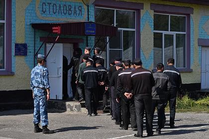 В российских колониях запретят мобильную связь