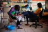 Одна из самых успешных гаитянок, переехавших в Мексику, Мари Тусан открыла в центре города салон красоты. С деньгами ей помог дядя, который живет в Лос-Анджелесе. «Дела идут так хорошо, что я могу нанимать мексиканцев, чтобы они обслуживали клиентов, приезжающих из Сан-Диего», — говорит она.