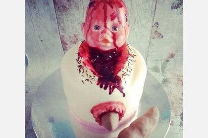 Реалистично изображающий роды торт вызвал омерзение у пользователей сети