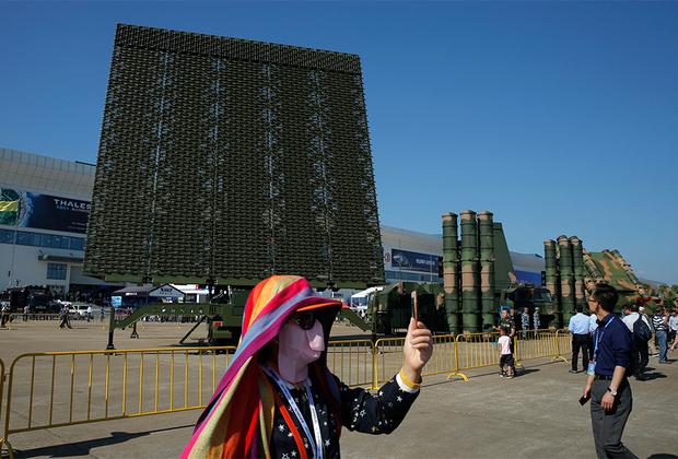 Разведывательный радар 609, согласно заявлениям китайских разработчиков, способен с расстояния до 450 километров обнаруживать американские малозаметные истребители пятого поколения F-35 Lightning II, тактические баллистические ракеты и субкосмические цели.<br><br>Продвинутые версии радара 609 и противокорабельного комплеска CM-401 развернуты в Северо-Восточной Азии и на материковом побережье Восточно-Китайского моря, где Китай видит наибольшую угрозу ядерного нападения. Стоимость экспортного образца радара 609 оценивается в 29 миллионов долларов.<br><br>Китайские разработчики радиолокационной техники заявляют, что в подобных технологиях обошли Россию и догоняют США.