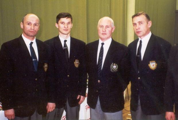 Евгений Быков старший (крайний справа)