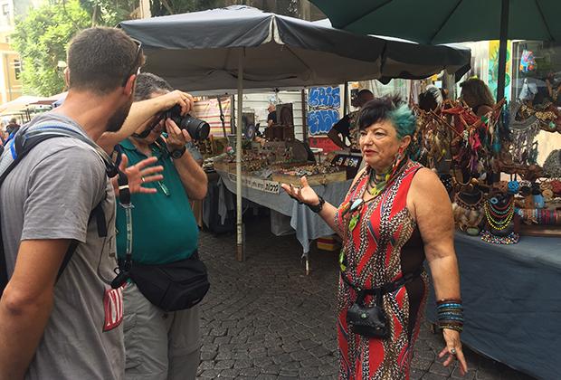 Художница на рынке Нахалат Беньямин