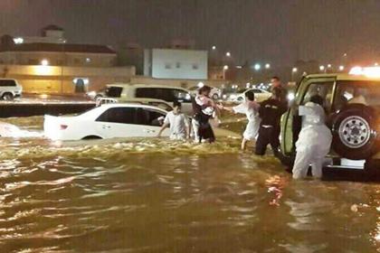 Ливень прорвал крышу аэропорта Эр-Рияда