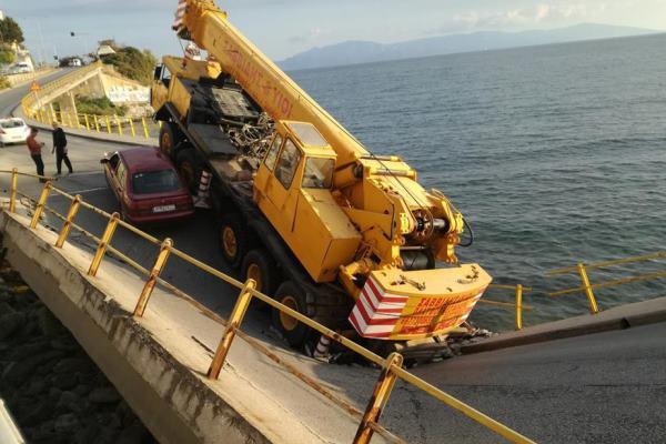 En Grecia, el puente se derrumbó: Accidentes: Mundo: Lenta.ru