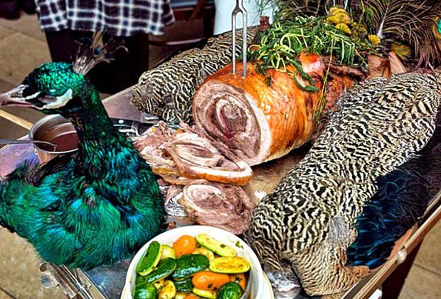 Одним из любимых блюд Ивана IV и его окружения был жареный павлин.