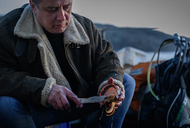 Как и большинство жителей Севера, Василий много времени проводит на природе, увлекается рыбалкой и погружением с аквалангом.