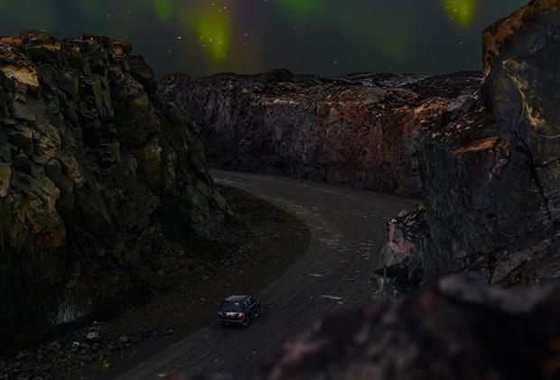 То, что съемки проходили в начале полярной ночи, позволило запечатлеть и северное сияние, сезон которого как раз был в разгаре.