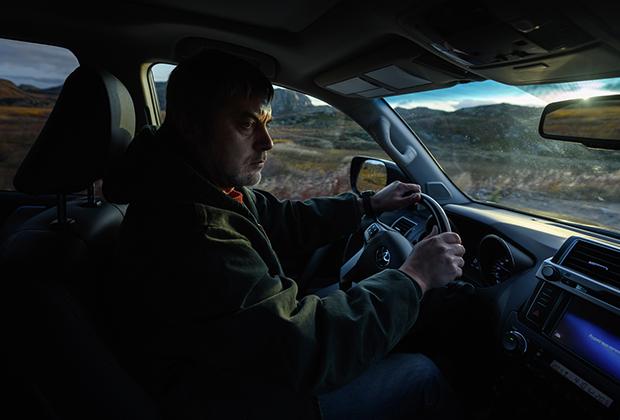 Российское представительство компании Toyota поддержало съемки фильма. Немаловажным фактором было то, что каждый из героев ездит на автомобиле Toyota Land Cruiser. У Игоря это новенький Land Cruiser Prado.