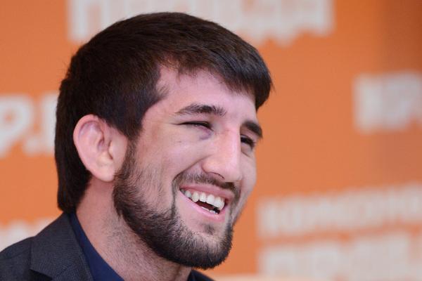 El luchador sobrevivido Mirzayev ganó por nocaut luego de una pausa de dos años