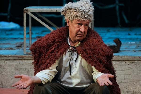 Efremova lanzó un pastel en la cara durante la actuación: Teatro: Cultura: Lenta.ru