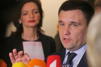 Киев анонсировал новые санкции из-за «циркового представления» России в Донбассе