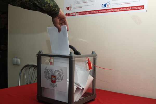 Poroshenko de París pidió a los residentes de Donbass que no voten: Ucrania: ex URSS: Lenta.ru
