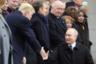 Дональд Трамп и Владимир Путин пожимают руки в Париже
