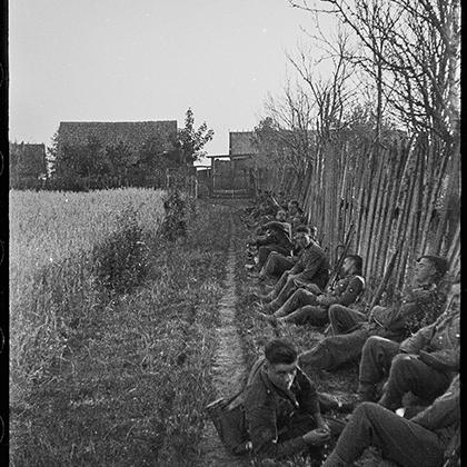 В ходе продвижения сил вермахта вглубь Польши немецкие оккупанты почти каждый день проводили массовые казни пленных, а также занимались истреблением мирного населения в отместку за оказываемое польской армией сопротивление.