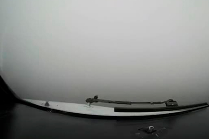 Посадку самолета вслепую сняли на видео из кабины пилота