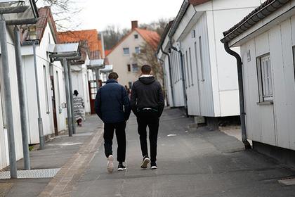 Немцы поручились за беженцев и задолжали государству тысячи евро