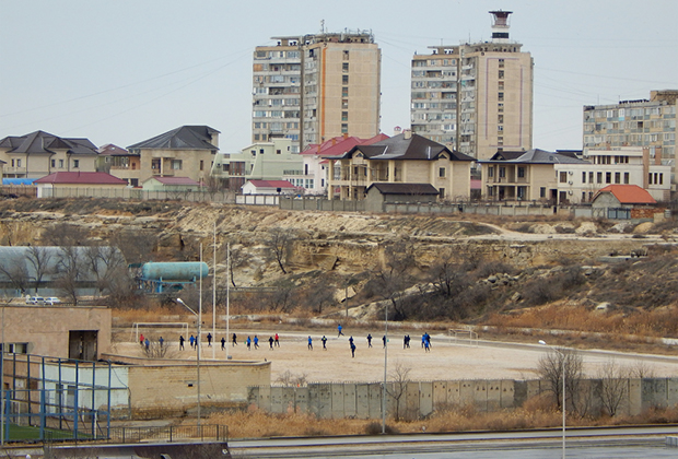 Вид жилой застройки Актау (Шевченко) со стороны Каспийского моря.