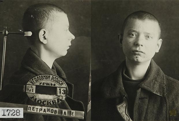 Шамонин Михаил Николаевич 1922 года рождения (согласно официальным данным). Расстрелян 9 декабря 1937 года на Бутовском спецполигоне
