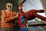 Один из самых популярных супергероев, созданных Ли, — Человек-паук. По словам автора, читатели полюбили Питера Паркера потому, что такого персонажа легче всего было ассоциировать с собой. Ли решил, что, если какой-нибудь подросток-неудачник чудом научится ползать по стенам и приобретет неимоверную силу, страхи и неуверенность этого человека никуда не исчезнут, — Паркера Ли создавал по своему образу. «Я знал, что если я получил бы сверхспособности в юном возрасте, то превратился бы не в супергероя, а в тормоза со сверхспособностями». Персонаж дебютировал в 1962 году в серии Amazing Fantasy («Удивительная фантазия»). <br><br> Человека-паука экранизировали более десятка раз. Первым роль Питера Паркера исполнил Николас Хаммонд в 1977 году, появившийся затем в двух сиквелах. В 2002-м супергероя сыграл Тоби Магуайр, также продержавшийся в этой роли одну трилогию. В 2012-м Человека-паука отдали Эндрю Гарфилду, тот сыграл его лишь в двух лентах. В 2016-м персонажа ввели в новую серию фильмов Marvel, где его играет Том Холланд.