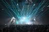 Слоганом фестиваля, посвященного исключительно самой передовой электронной музыке, стала фраза «Свет над тьмой» из прошлогоднего выступления Николаса Джаара, а кульминацией — разумеется, сет Афекса Твина. Несмотря на пошловатые зеленые лазерные лучи, мигавшие над головами (видимо как дань тому самому слогану), и какую-то отработанность программы Афекса, который на всех более-менее крупных фестивалях ставит одну и ту же последовательность из противоречащих друг другу жанров, публика впала в экстаз. За место поближе к сцене итальянцы готовы были убивать, а девочек в прямом смысле выносили из толпы на руках — это несмотря на то, что на площадке действовали стойки помощи наркопотребителям с брошюрами о том, что делать при передозировках, бесплатными алкотестерами и жвачками, а воду в бутылках раздавали просто так, при предъявлении билета.