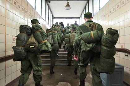 Сибиряка поймали на взятках за устройство в армию по контракту