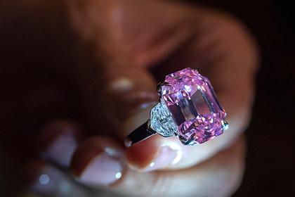 Редчайший розовый бриллиант продали