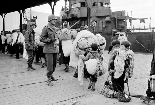 Японские дети покидают Корею после ее освобождения от оккупации
