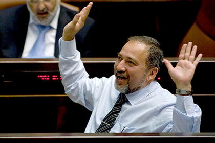 Министр обороны Израиля отказался сдаваться и ушел в отставку