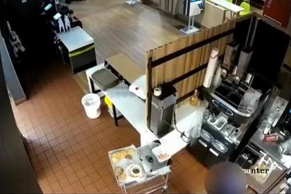 Американка избила сотрудника «Макдоналдса» из-за кетчупа