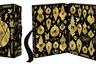 Бренд уходовой косметики сделал эту роскошную черно-золотую коробку с окошками, украшенными изображениями елочных игрушек, эксклюзивно для лондонского универмага Selfriges. Дизайн коробки — заслуга художника Эндрю Беннекера. Среди бестселлеров, вошедших в набор, — ночная сыворотка Midnight Recovery Concentrate и крем для тела Creme de Corps.