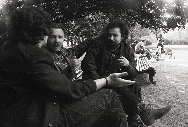 Август 1991 года. Мы приехали на похороны Майка Науменко. Слева направо: Сергей Галанин, Гарик, Кирилл Миллер («Аукцыон»)