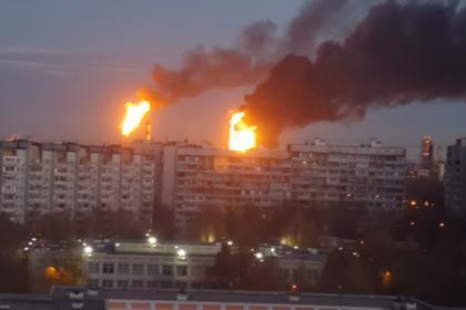 В горящем в Москве НПЗ не увидели угрозы населению