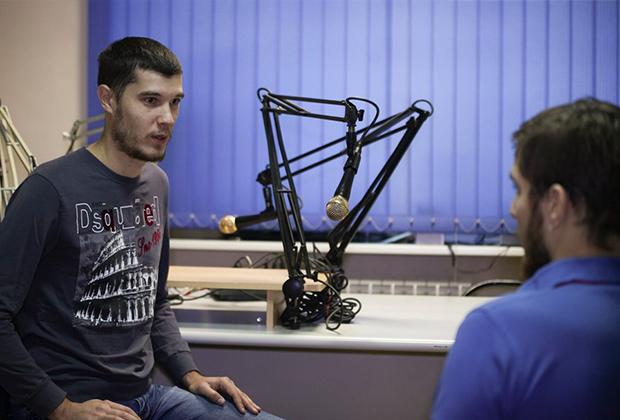 Владимир Сотников (слева)