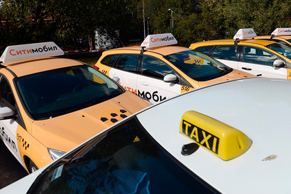Прождавшему пассажирку восемь часов московскому таксисту предложили автомобиль