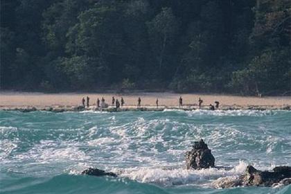 Дикари расправились с приплывшим на запретный остров туристом