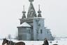 Дерево — один из главных материалов в истории русской архитектуры. На протяжении веков из него строили практически все: дома, амбары, дворцы и, конечно же, храмы.