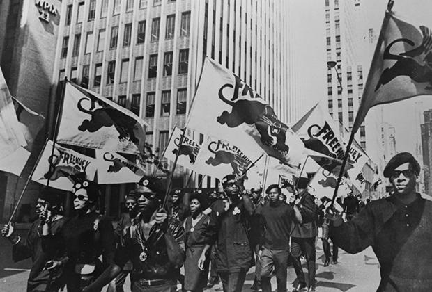 Одними из главных вдохновителей французских антифашистов стали члены партии Черные пантеры. У них охотники за скинхедами переняли любовь к коже.