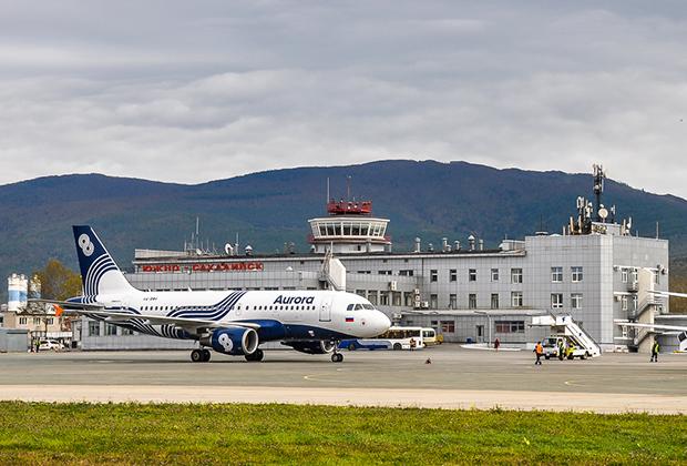 Южно-Сахалинский аэропорт выглядит скромно, но весьма аккуратен и в целом соответствует нынешнему объему перевозок.