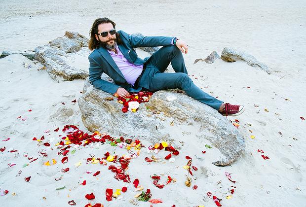Гриша, 43 года, США. Фото сделано на пляже Брайтон-Бич. <br> <br> «Я хотел бы заняться любовью у океана во время летней грозы. Пусть будет гром и дождь. Волны будут стоять дыбом и омывать моего партнера и меня, пока мы не перестанем чувствовать разницу между морской водой и потом от наших тел. Вагнер будет играть на заднем плане, и чайки будут плакать над головой».
