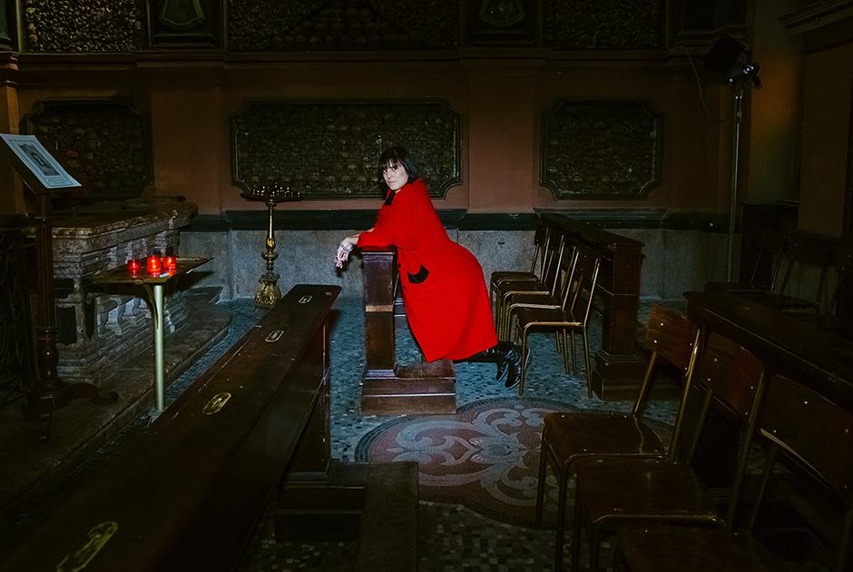 Кьяра, 30 лет, Италия. <br> <br> «Секс — это источник самой жизни. Я хотела бы победить смерть в костнице в самой старой церкви Милана».