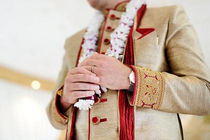 Жених получил пулю во время свадьбы и продолжил веселиться