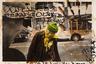 Серия раскрашенных полароидных снимков 1991 года — своеобразная попытка самоанализа Масахисы Фукасэ, который делал селфи (тогда этого слова еще не существовало) на фоне сцен из повседневной жизни других людей, встреченных им на улице.