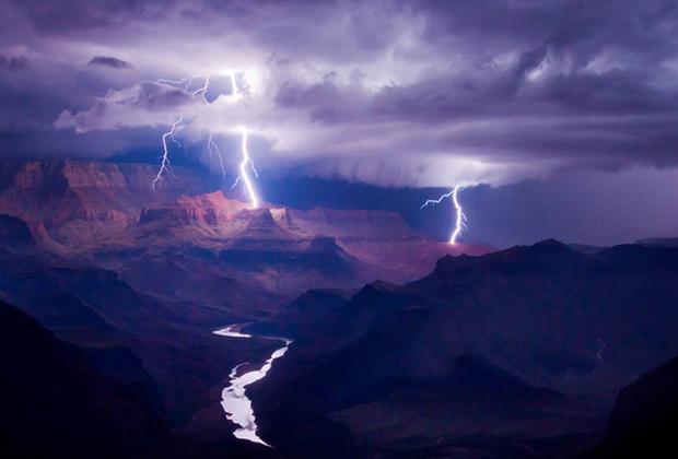 Победителем в категории «Цифровое искусство» стал американец Колин Силлеруд со своей фотографией грозы над Большим каньоном. По словам организаторов премии, категория «Цифровое искусство» создана для того, чтобы «вознаградить мастерство современной цифровой обработки».