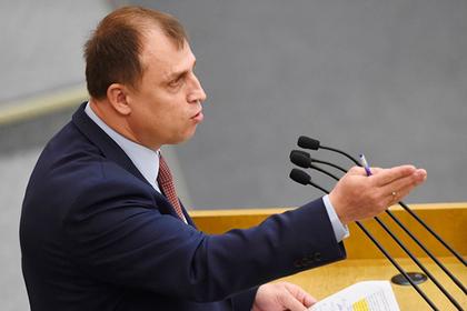 В Госдуме указали россиянам с дипломами на вакансии маляров и уборщиц