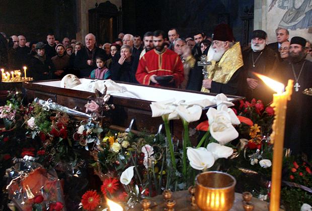 Панихида на похоронах Джабы Иоселиани в Тбилиси