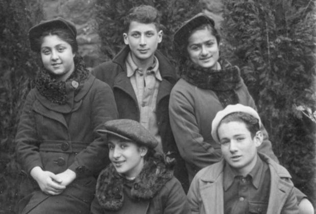 Джаба Иоселиани (в центре). 1941 год, Тбилиси