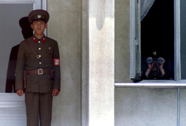 Две деревни долгое время участвовали в своеобразном межкорейском соревновании, пытаясь поднять флаг своей страны как можно выше. В итоге в Киджондоне был построен флагшток высотой 160 метров, на котором висит 270-килограммовое знамя. Флагшток является четвертым по высоте в мире. <br><br> Кроме того, ранее в деревнях были установлены динамики, которые непрерывно транслировали пропагандистские речи и музыку. Однако в рамках оттепели их отключили.
