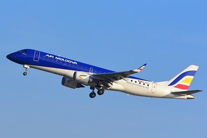 Депутаты связали пытавшегося выпрыгнуть из летящего самолета пассажира