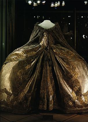 Императрица была настоящей модницей, обожала новые платья и сменила за свою жизнь больше 10 тысяч нарядов.